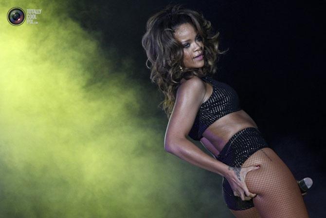 Певица Рианна стала популярна в 2007 году благодаря синглу Umbrella, и с тех пор за ней прочно закрепился статус иконы стиля.