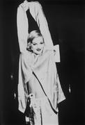 Дрю Бэрримор(Drew Barrymore) в фотосессии Эллен фон Унверт(Ellen von Unwerth) (1995).