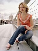 Джулия Стайлз (Julia Stiles) в фотосессии Офелии Уинн (Ophelia Wynne) для журнала Time Out London (июль 2004)