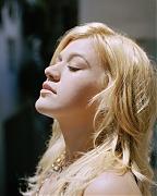 Келли Кларксон(Kelly Clarkson) в фотосессии для журнала Seventeen (январь 2006).