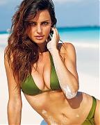 Топ-модель Катринель Менгия - фото на пляже