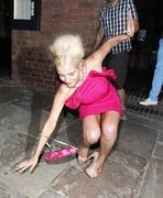 Хелен Фланаган упала при выходе из ресторана «Gusto» в Ливерпуле