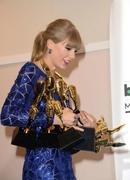 Тейлор Свифт на «Billboard Music Awards 2013»: выступление и красная дорожка