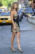 Нина Агдал на съемках фотосессии в Нью-Йорке