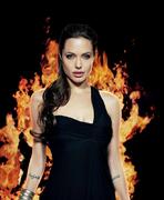Анджелина Джоли(Angelina Jolie) в фотосессии Джеймса Уайта(James White) для журнала Premiere (октябрь 2004).