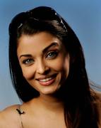 Айшвария Рай(Aishwarya Rai) в фотосессии Питера Крамера(Peter Kramer) на премьере фильма «Спровоцированная»(Provoked: A True Story) (Канны, 19 мая 2006).