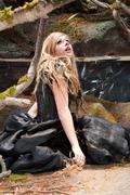 Аврил Лавин(Avril Lavigne) в фотосессии со съемок клипа Alice (Underground) (2010).